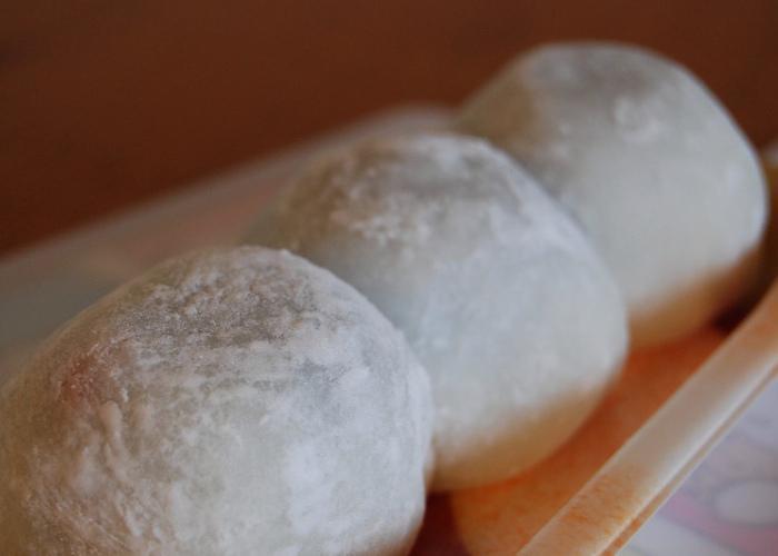 Three daifuku mochi (Japanese rice cakes) lined up