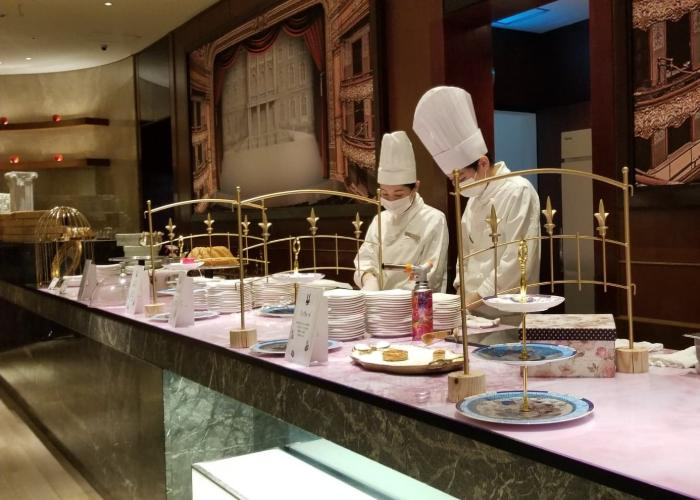 Chefs wearing all white at the live station of the Hilton Tokyo's Marble Lounge during the afternoon tea service