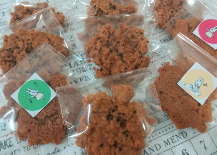 Crispy cookies from Nom Popok, an NGO funded by Food for Happiness
