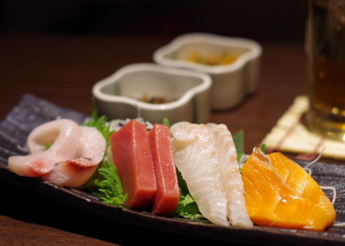 Rectangular plate with 4 kinds of sashimi
