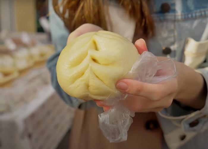 Yasaiman: a close-up of a Japanese steamed bun