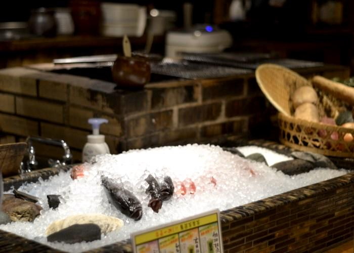 Fresh fish on ice at Robatasho in Shinjuku