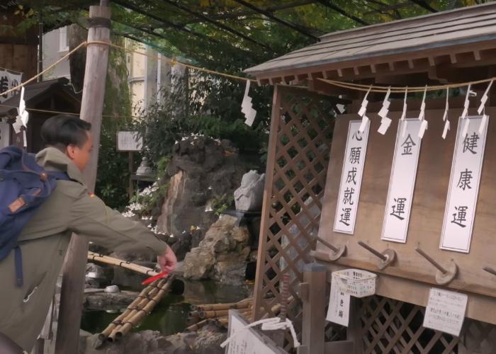 Marvin throwing hoops at Hikawa Jinja Shrine in Kawagoe