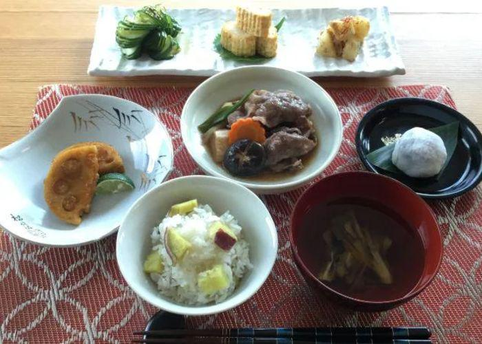 Overhead shot of a kaiseki meal with six different dishes