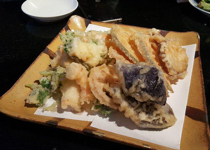 Platter of deep-fried tempura at Kamakura Matsubara-an Keiyaki
