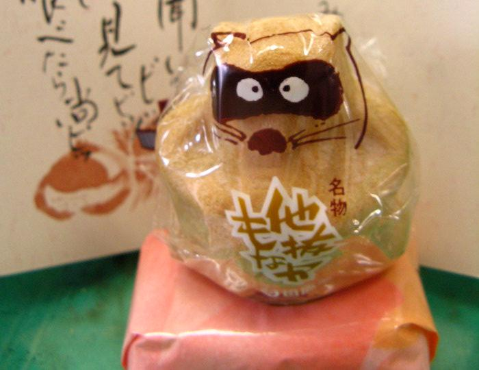 Tanuki Monaka in the shape of a racoon from Ehime Prefecture