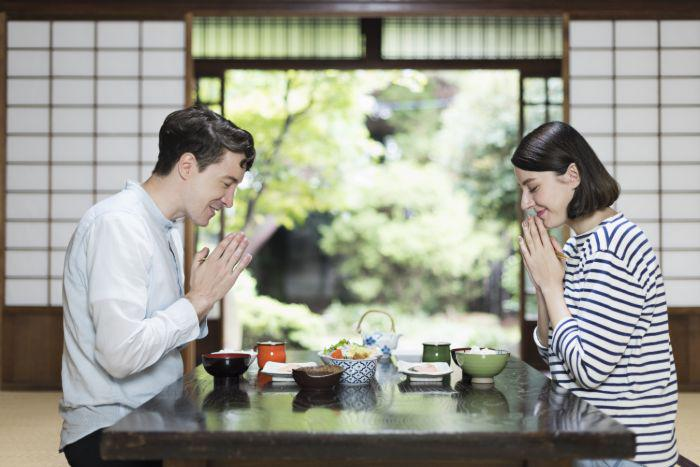 Couple eating in Japan and sayin itadakimasu