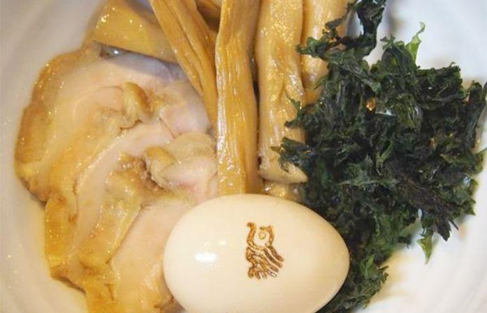 Delicious ingredients of Torinoana's ramen