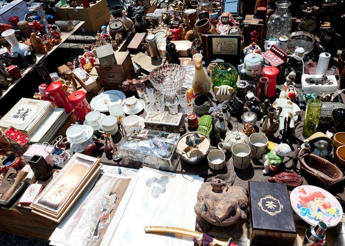 Foods, such as vases, sculptures, dolls, and pottery, at Tenjinsan Market at Kitano Tenmangu Shrine