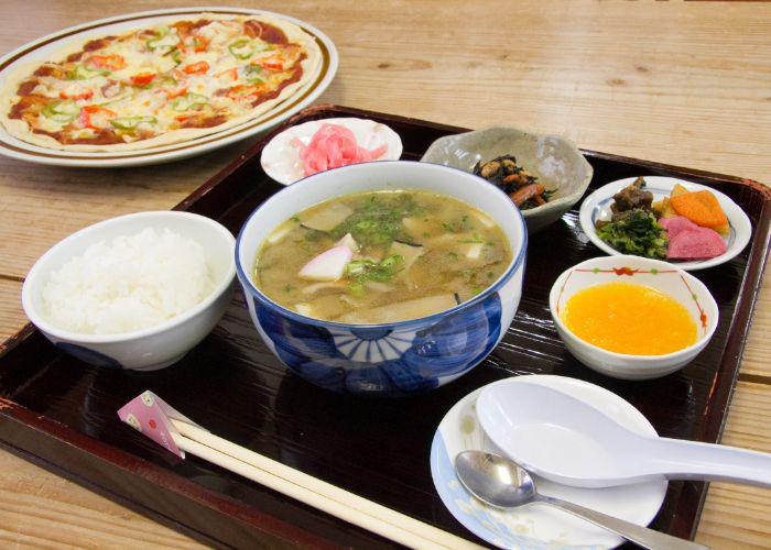 A lunch set including dagojiru, a classic Saga-style miso soup