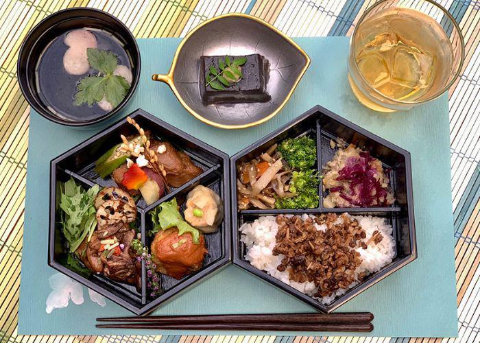Spread of vegan food from Fahua, a vegan Taiwanese restaurant in Osaka