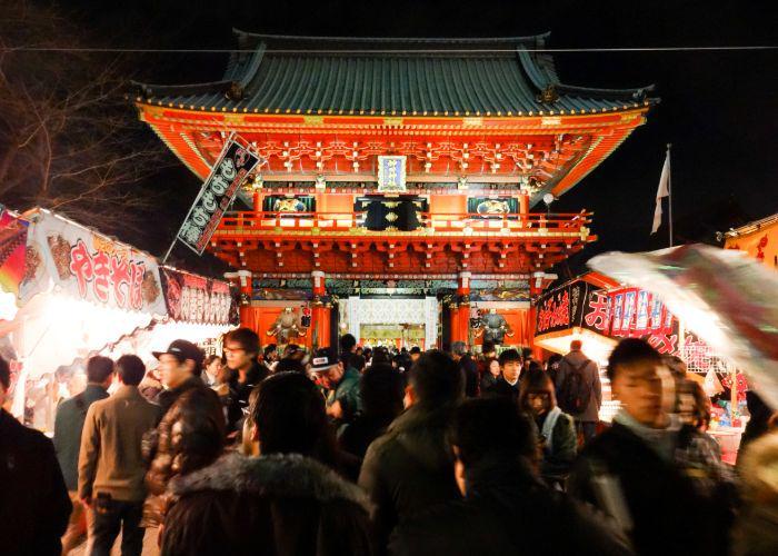 People at night at Kanda Shrine