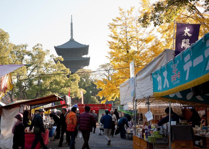 The market is just at the foot of the beautiful Toji Temple