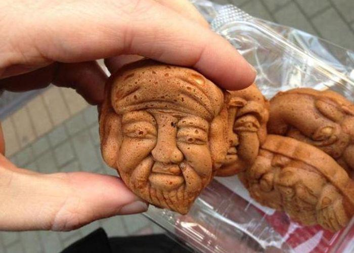 Tiny cakes shaped like faces called ningyo yaki