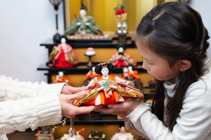 Mother and daughter decorating Hinamatsuri