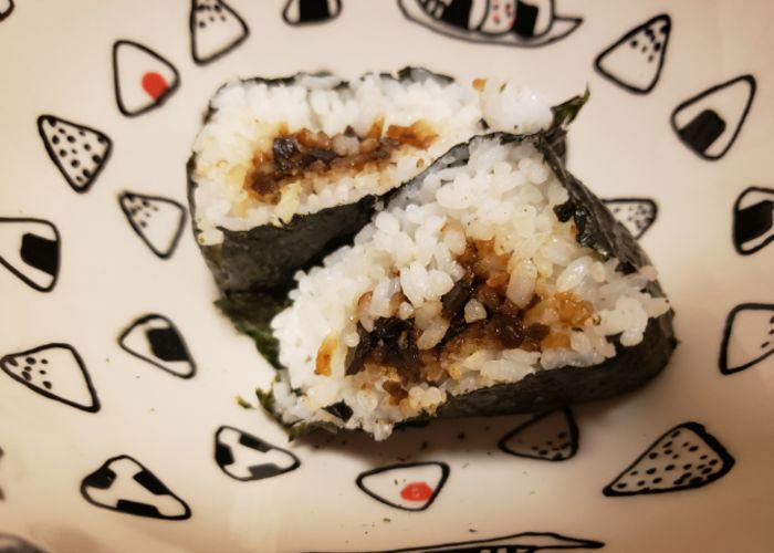 Kombu onigiri with a filling of simmered kelp