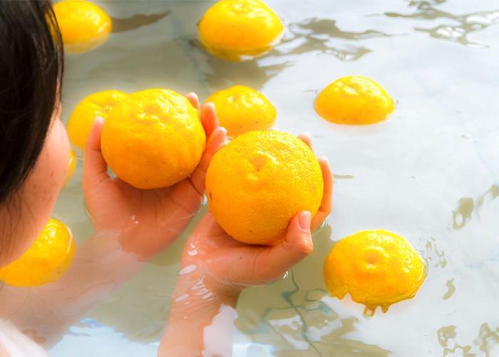 A lady in a yuzu bath