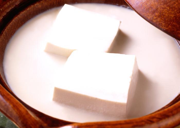 A nabe full of tofu from Tofuya Ukai