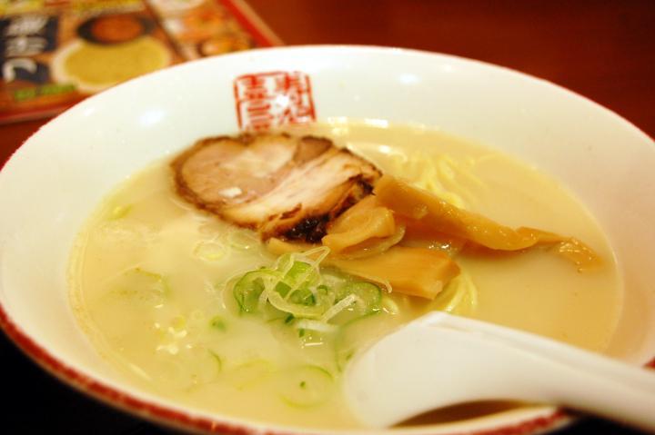 Bowl of tonkotsu ramen from Sugakiya