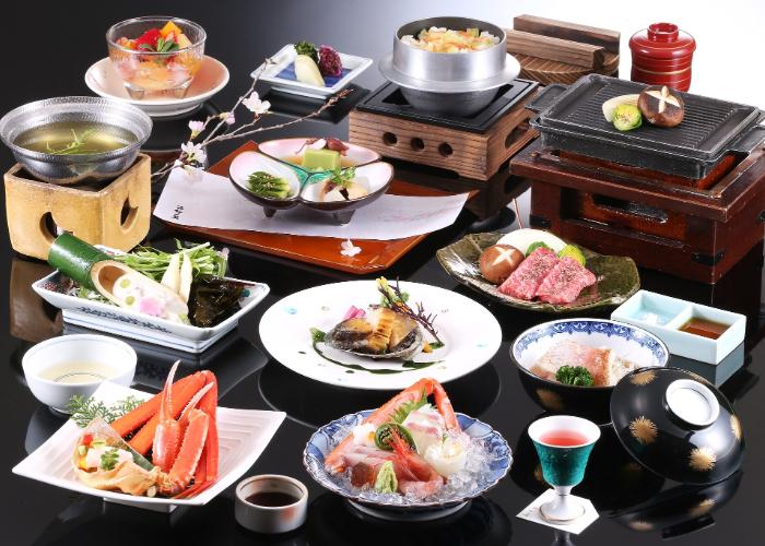 A wide range of traditional Japanese foods in kaiseki style