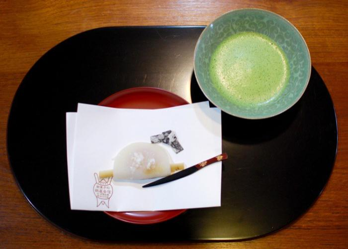 Hanabira Mochi, mochi shaped like a flower petal with a burdock root sticking out of the fold