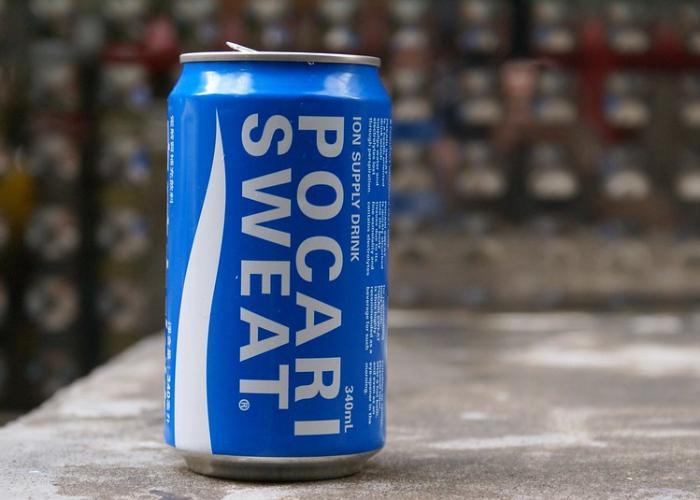 Blue Pocari Sweat can on a ledge outside