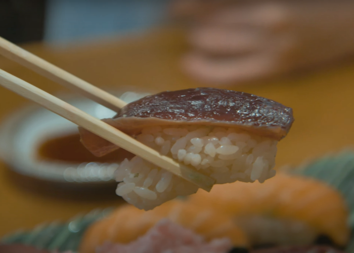A piece of halal nigiri sushi in Tokyo during a halal food tour