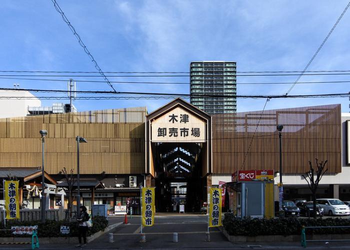 Osaka Kizu Market exterior against a blue sky