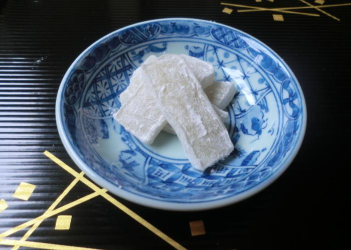 Slices of chosen ame in a bowl